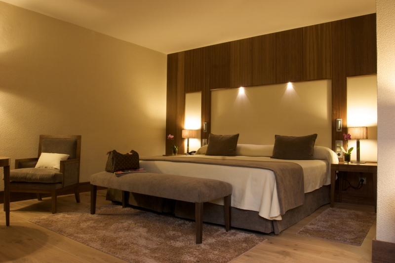 Habitaciones gran hotel balneario puente viesgo - Camas grandes ...