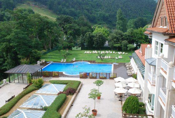 Hotel con piscina exterior en Cantabria