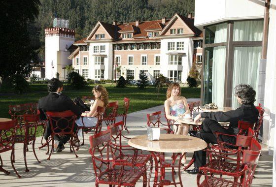 Cafetería con terraza en Cantabria