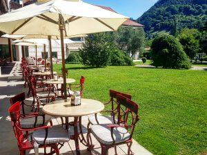 Terraza y Jardines del Gran Hotel Balneario Spa de Puente Viesgo en Cantabria